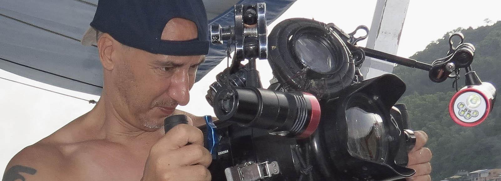 unterwasser Kameramann Klemens Gann mit Sony AX100